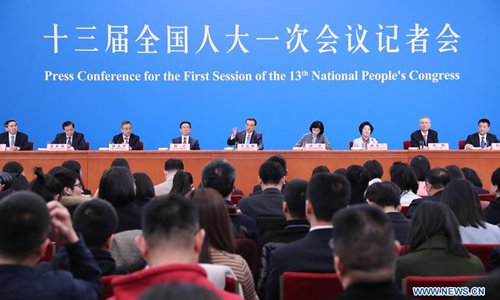 http://www.sznews.com/Chinese%20national%20culture/images/attachement/jpg/site3/20150410/78e3b5a05dba1691df4134.jpg_in pics: chinese premier meets press