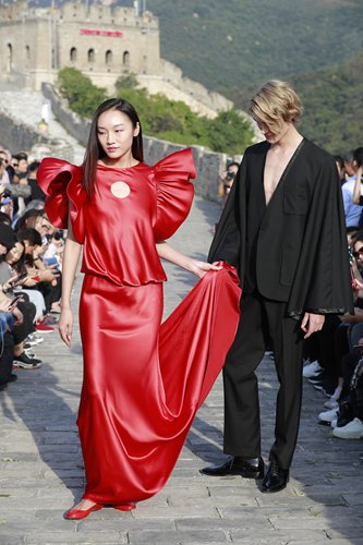 Pierre Cardin's Great Wall show showcases the French brand's