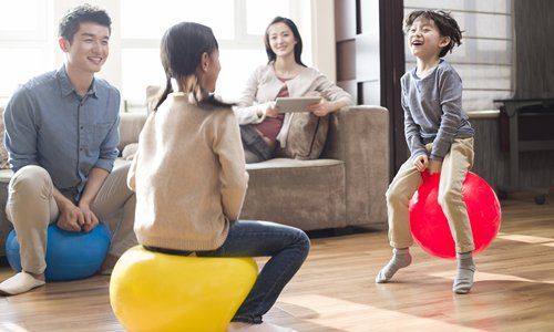 Play time helps both kids and adults in prevention and healing of depression, according to the book Stress in the City by Enoch Li. Photo: VCG