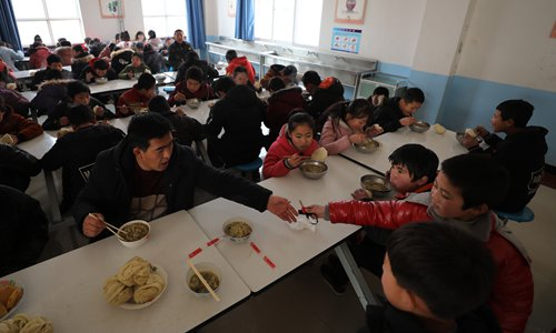 School principals ordered to dine with kids to ensure food safety