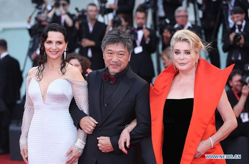 Director Hirokazu Koreeda (C) with cast members Juliette Binoche (L) and Catherine Deneuve of the opening film The Truth pose on the red carpet of the opening ceremony of the 76th Venice International Film Festival in Venice, Italy, Aug. 28, 2019. The 76th Venice International Film Festival kicked off here on Wednesday. (Photo: Xinhua)