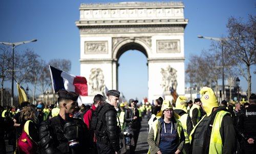 Economy, dialogue calm 'yellow vest' movement