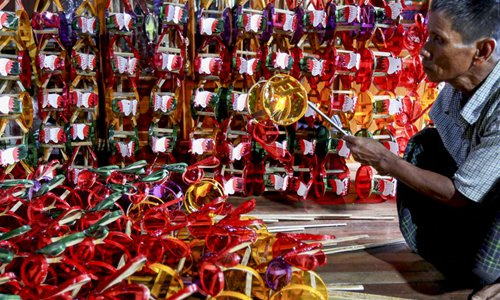 Local handmade lantern market getting popular ahead of Myanmar's lighting festival