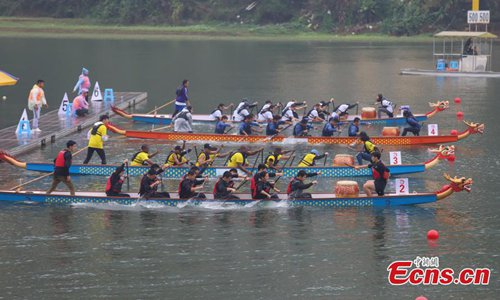 360 university students paddle in dragon boat race