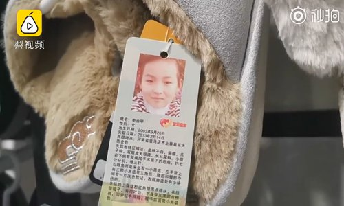 Salesman puts missing children info on slippers' tags