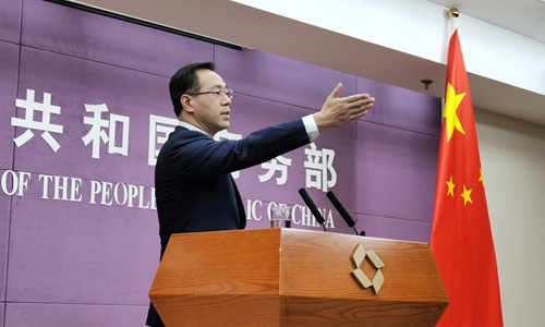 Gao Feng, a spokesperson for the Chinese Ministry of Commerce, calls on reporters to ask questions at a press briefing in Beijing on Thursday. Photo: Wang Cong/GT