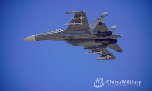 Pilots assigned to a naval aviation brigade under the PLA Eastern Theater Command keep their Su-30 fighter jet in a specified airspace while awaiting further clearance during an actual-combat flight training exercise in mid-February, 2020. (eng.chinamil.com.cn/Photo by Li Hengjiang)