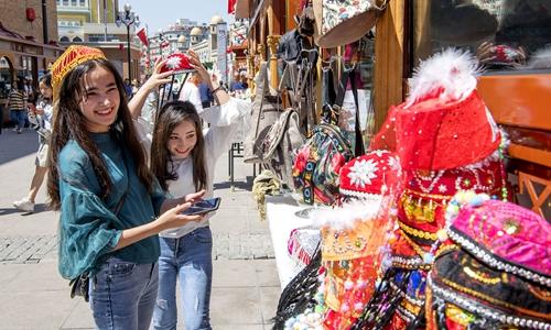 Citizens shop in the International Grand Bazaar in Urumqi, capital of Northwest China's Xinjiang Uygur Autonomous Region on May 2, 2019. Photo: cnsphoto