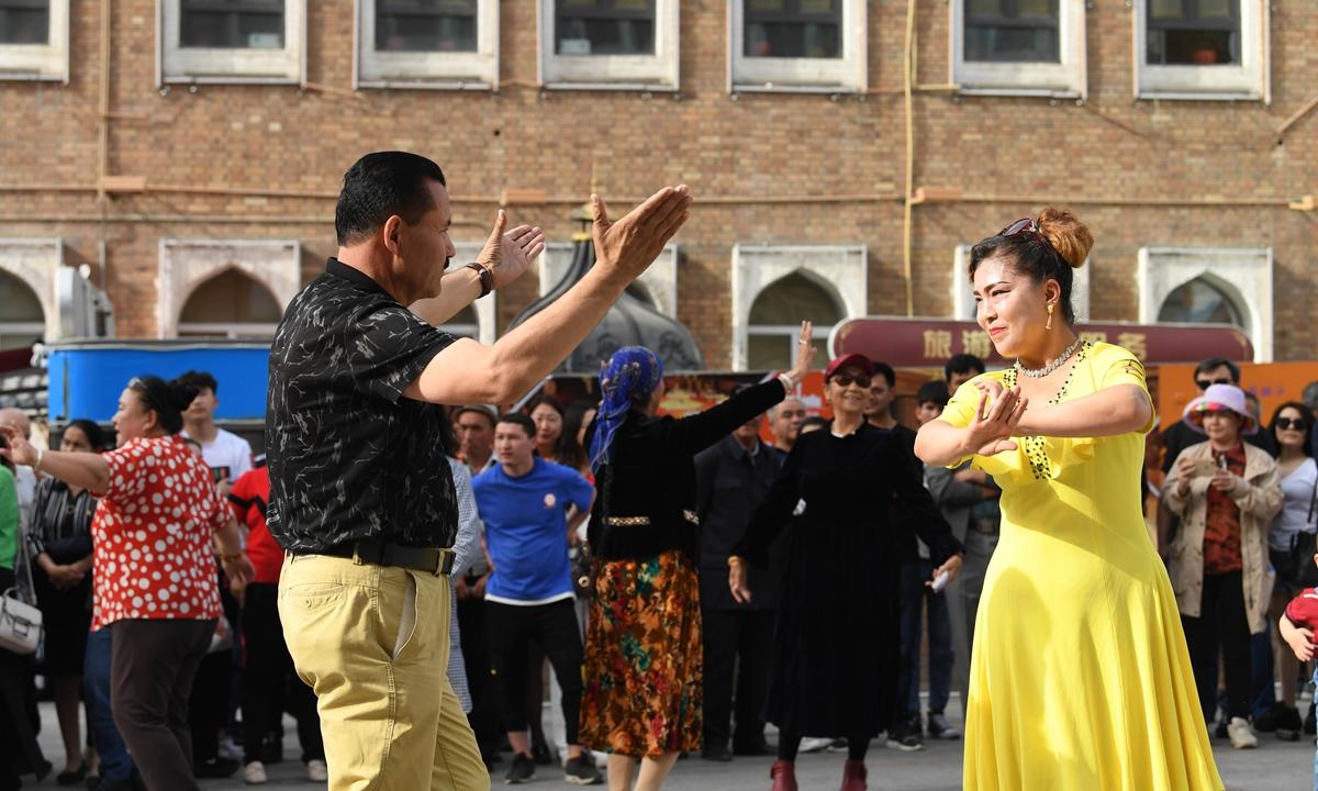 People dance outside the Xinjiang International Grand Bazaar in Urumqi, northwest China's Xinjiang Uygur Autonomous Region, May 22, 2019. (Photo: Xinhua)