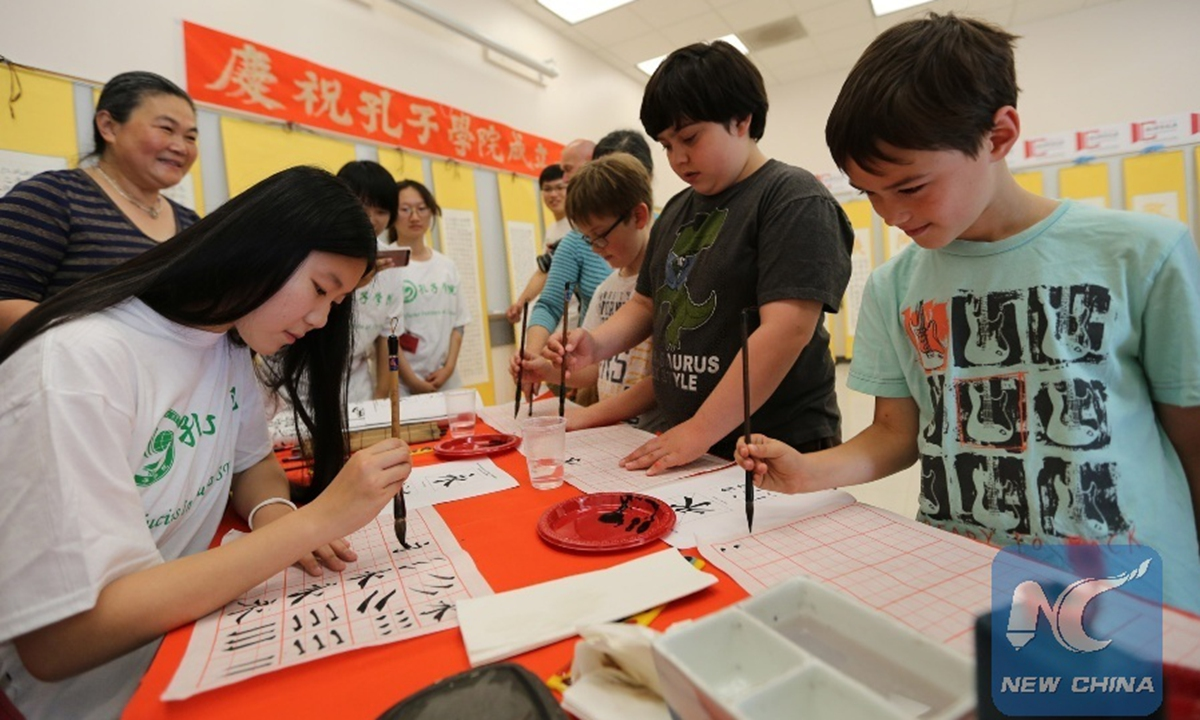 American students practising Chinese calligraphy at the Confucius Institute in San Francisco, US, September 27, 2014. Photo: Xinhua