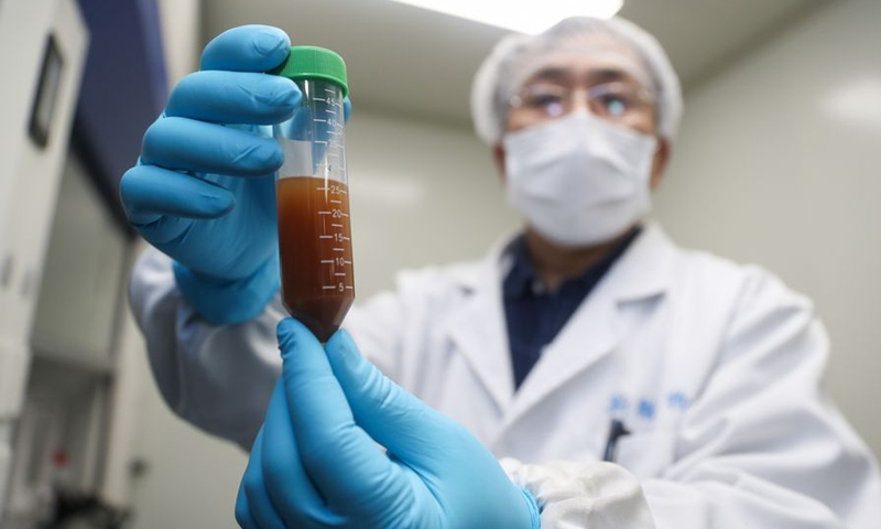 A researcher shows the experiment to develop an mRNA vaccine targeting the novel coronavirus in east China's Shanghai, Jan. 29, 2020. (Photo: Xinhua)