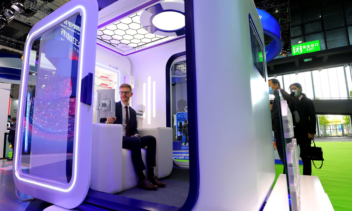 A smart unmanned vaccination capsule made by French multinational pharmaceutical company Sanofi makes its debut on Thursday during the third China International Import Expo (CIIE) in Shanghai. When a sudden epidemic or seasonal vaccination period arrives, the rapid deployment of a large number of such chambers can effectively alleviate the huge pressure on the clinic. Photo: Yang Hui/GT