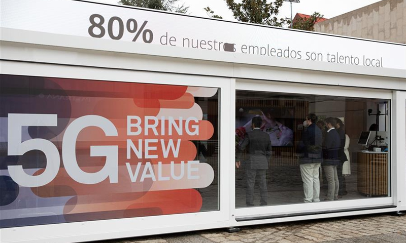 People learn about Huawei 5G products during a Huawei roadshow in Madrid, Spain, Nov. 5, 2020. Huawei, China's leading tech company, launched a roadshow here on Thursday to provide visitors with hands-on experience of its 5G technology. (Xinhua/Meng Dingbo)