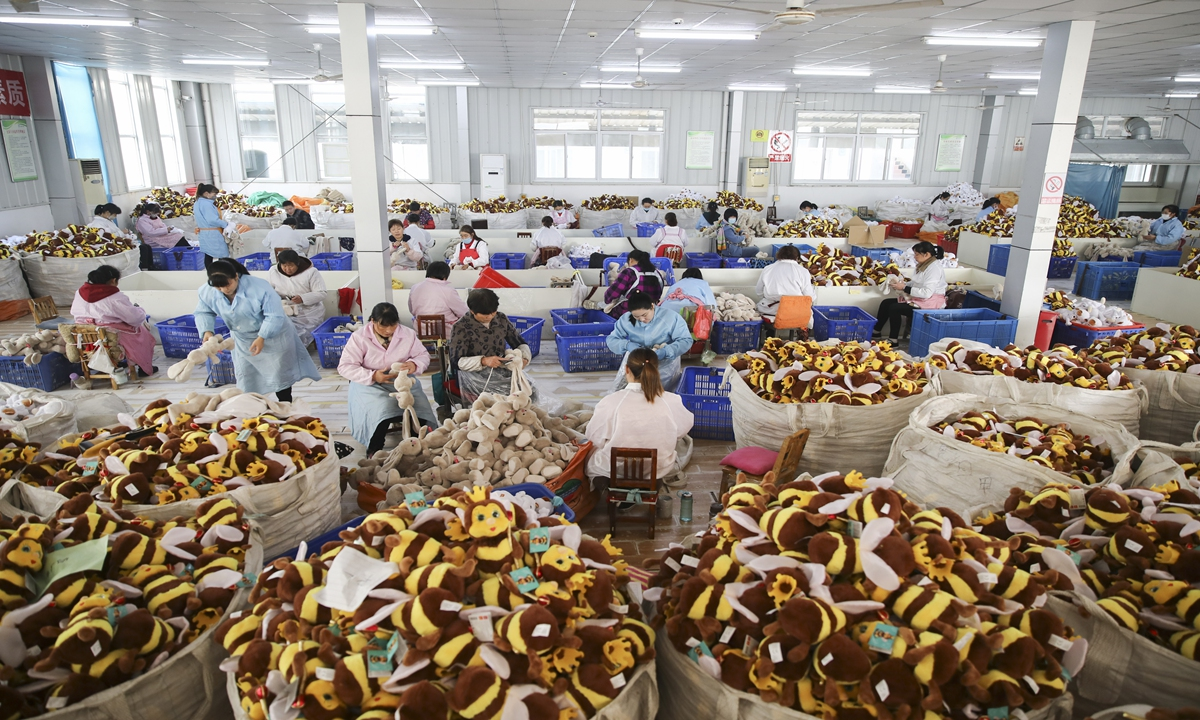Workers make toys at a factory in Lianyungang, East China's Jiangsu Province over the weekend. Domestic and foreign orders have been flowing into the company in recent days. Photo: cnsphoto