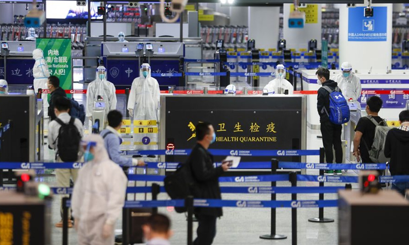 Staff members of the customs check the health declaration information of newly arrived inbound passengers in Chongqing, southwest China, March 29, 2020.File photo:Xinhua