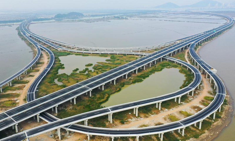 Aerial photo taken on Dec. 9, 2020 shows an interchange of Hezhou-Gaolan Port Highway on the Pearl River estuary in south China's Guangdong Province. Upon completion, the 35-km highway will be an important channel linking the west bank of the Pearl River estuary and the Guangdong-Hong Kong-Macao Greater Bay Area. (Xinhua/Liu Dawei)