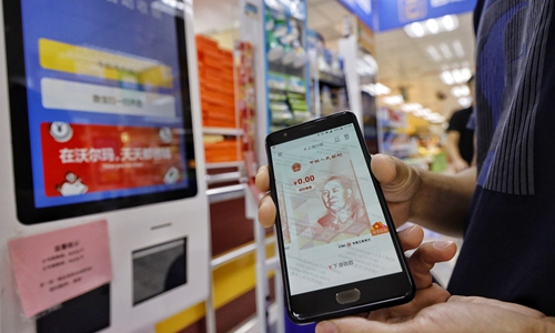Residents who received red packets of digital RMB use the money in stores in Shenzhen, Guangdong Province, on Wednesday. The city launched a pilot program to distribute 10m yuan ($1.49m) in the form of digital currency to residents on Monday.Photo:Li Hao/GT