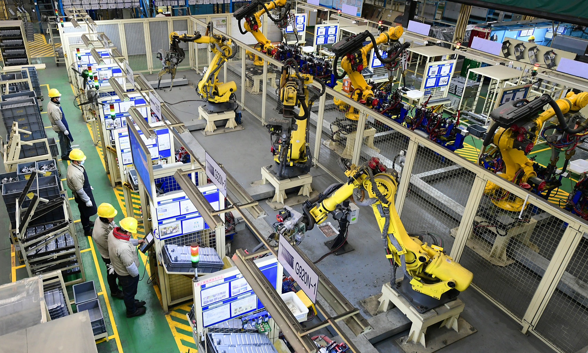 Workers operate industrial robotic arms in an auto parts factory in Taicang, East China's Jiangsu Province on Thursday. The auto parts sector has experienced fast growth in the city, as the number of auto parts companies reached more than 100 in recent years. Photo: IC