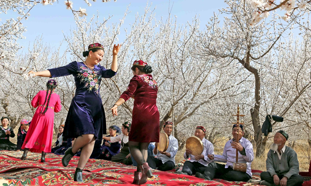 People are holding a Meshrep, a traditional Uygur community gathering, in Hami city of Xinjiang. Photo: IC