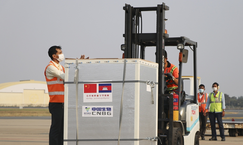 Workers transfer the China-donated Sinopharm COVID-19 vaccines at the Phnom Penh International Airport in Phnom Penh, Cambodia, Feb. 7, 2021. A chartered flight carrying the first batch of the China-donated Sinopharm COVID-19 vaccines arrived in Cambodia on Sunday, welcomed by Prime Minister Samdech Techo Hun Sen at the Phnom Penh International Airport. (Photo by Gao Bingnan/Xinhua)