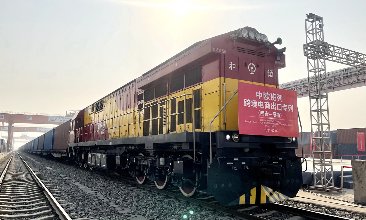 The first China-Europe freight train featuring e-commerce exports since the New Year leaves Xi'an, Northwest China's Shaanxi Province for Germany on Tuesday. It carried bags, clothing and accessories, and the products will be distributed to Belgium, Italy and other countries. Photo: IC