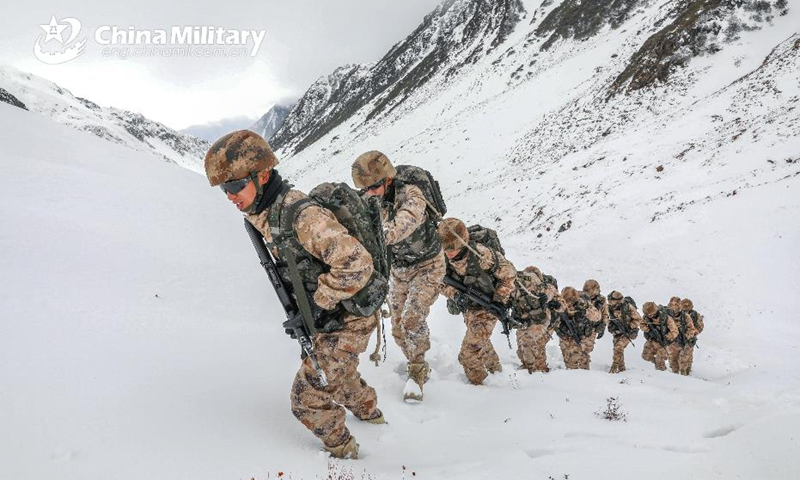 Frontier defense soldiers assigned to a border defense regiment with the Shannan Military Sub-command under the PLA Tibet Military Command patrol the snow-blanketed border at the elevation of over 5,000 meters in Tibet Autonomous Region on January 23, 2021. (eng.chinamil.com.cn/Photo by Zhang Zhaojie)