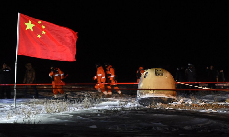 The return capsule of China's Chang'e-5 probe lands in Siziwang Banner, north China's Inner Mongolia Autonomous Region, on Dec. 17, 2020.(Photo: Xinhua)