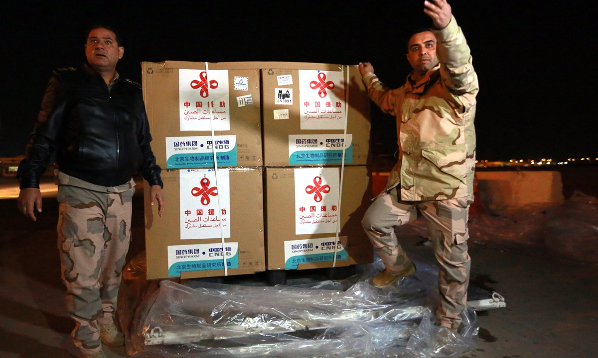 Workers unload an initial shipment of 50,000 Sinopharm vaccines China donated to Iraq at Baghdad International Airport late on Monday, in Baghdad, Iraq. The country, which started its vaccination program on Tuesday, has an agreement with Sinopharm to supply 2 million doses. Photo: VCG