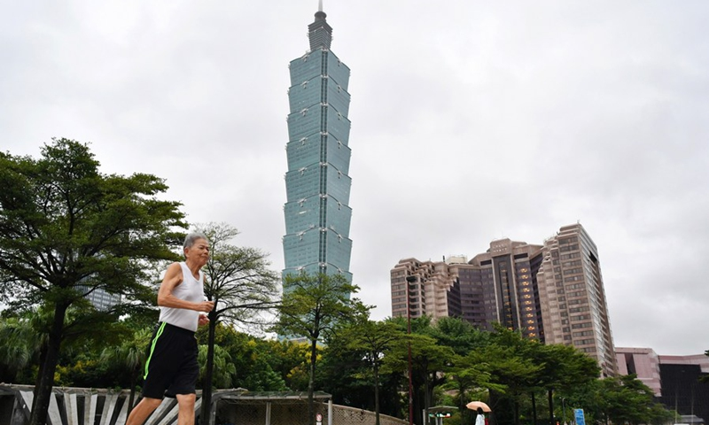 A citizen runs in front of the Taipei 101 skyscraper in Taipei, southeast China's Taiwan, on Oct. 1, 2019.(Photo: Xinhua)