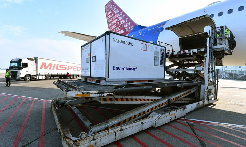 Workers unload a container of China's Sinopharm inactivated coronavirus vaccines at the Belgrade Airport, Serbia, Jan. 16, 2021.(Photo: Xinhua)
