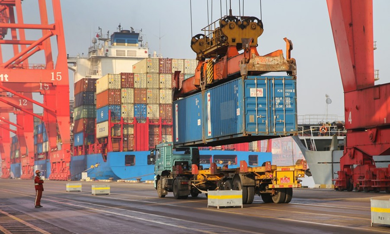 Cargos are unloaded from a container ship at the container terminal of the Lianyungang Port in Lianyungang City, east China's Jiangsu Province, Jan. 14, 2021.(Photo: Xinhua)