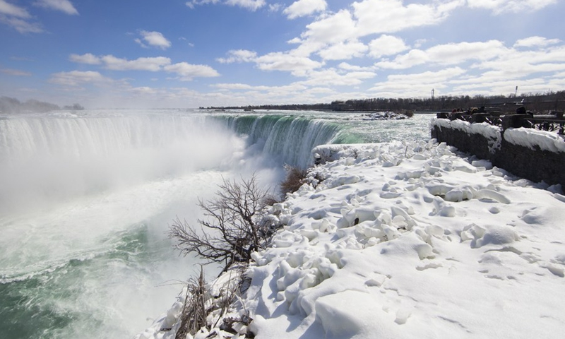 Few visitors are seen from the Canadian side in Niagara Falls, Ontario, Canada, on March 2, 2021.(Photo: Xinhua)