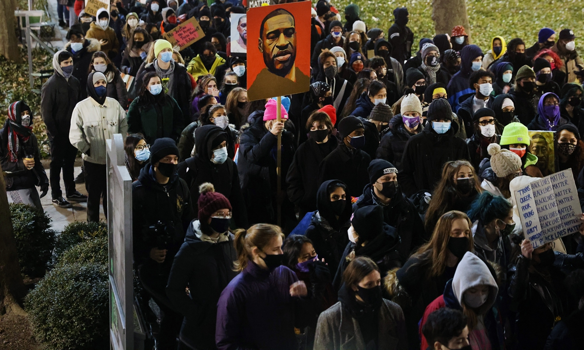 People gather in a Manhattan park to protest on the first day of the trial for the killing of George Floyd last May on March 08, 2021 in New York City. Photo: VCG