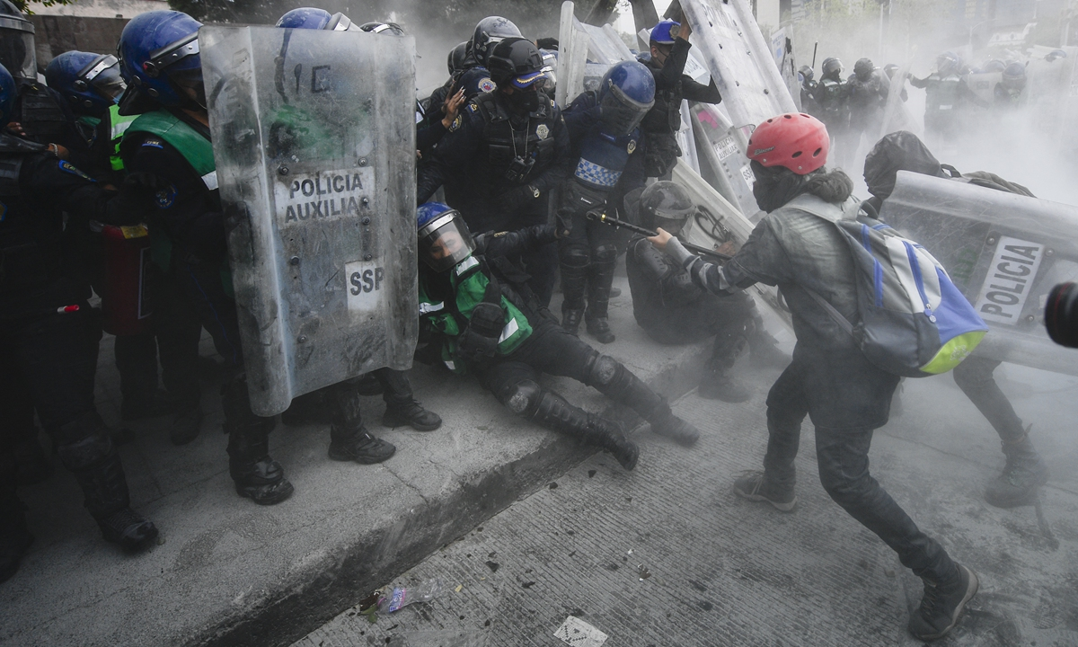 Protesters clash with the police during a demonstration to commemorate the International Women's Day in Mexico City, Mexico on Monday. Photo: AFP