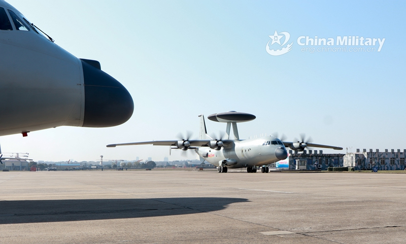 A KJ-500 airborne early warning (AEW) aircraft attached to a naval aviation division under the PLA Eastern Theater Command taxis onto the flightline in preparation for a flight training exercise on subjects including reconnaissance and early warning, anti-submarine tactics, etc. on February 20, 2021. (Photo: Xinhua)