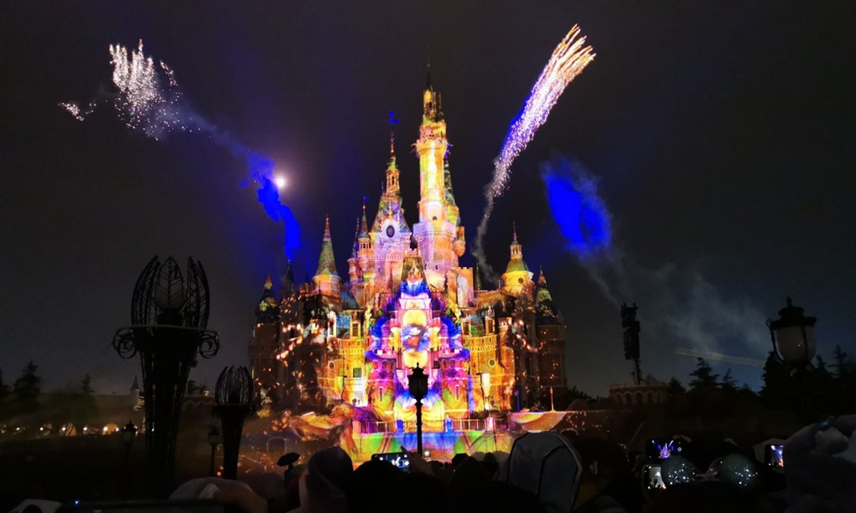 Shanghai Disneyland puts on a spectacular fireworks and light show above the Enchanted Storybook Castle to celebrate the approaching of spring. Photo: IC