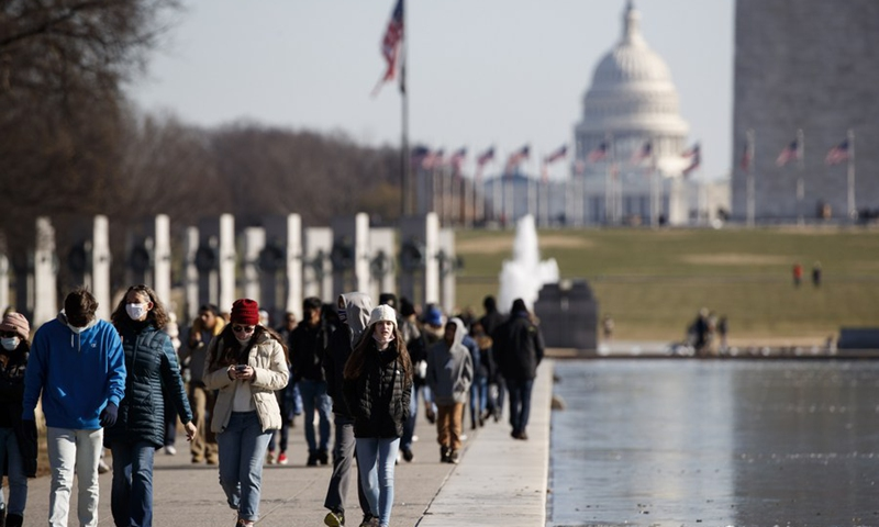 People walk at the National Mall in Washington, D.C., the United States, on Dec. 27, 2020.(Photo: Xinhua)