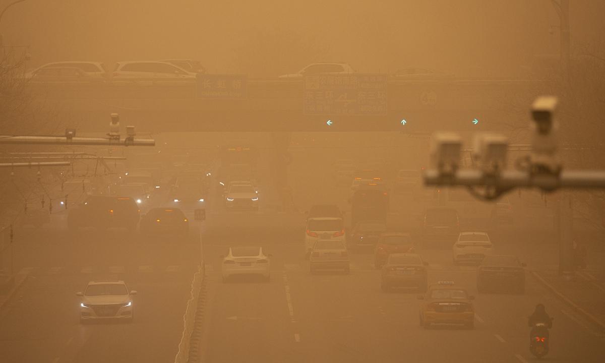 Sandstorm hits Beijing on Monday.Photo: CFP
