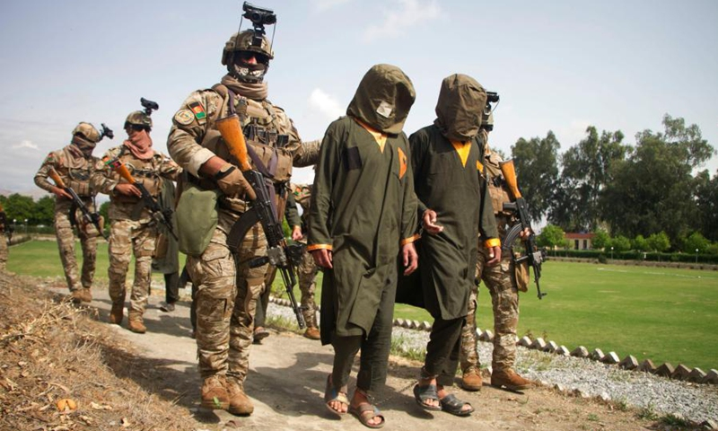 Afghan security force members escort suspected militants in Jalalabad city, capital of Nangarhar province, Afghanistan, March 14, 2021. The personnel of Afghanistan's national intelligence agency have recently captured 19 militants in the country's eastern Nangarhar province, the province's governor said Sunday.(Photo: Xinhua)