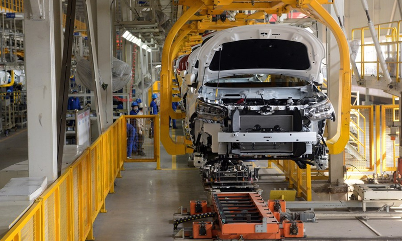 Workers work on the assembly line at a factory of vehicle manufacturer BYD Auto in Xi'an, northwest China's Shaanxi Province, Feb. 25, 2020.(Photo: Xinhua)