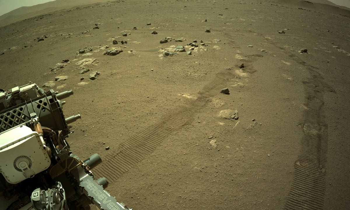 La nave espacial Mars Perseverance de la NASA tomó esta imagen el 14 de marzo de 2021 (Sol 23) usando su cámara de navegación a bordo derecha (Navcam).