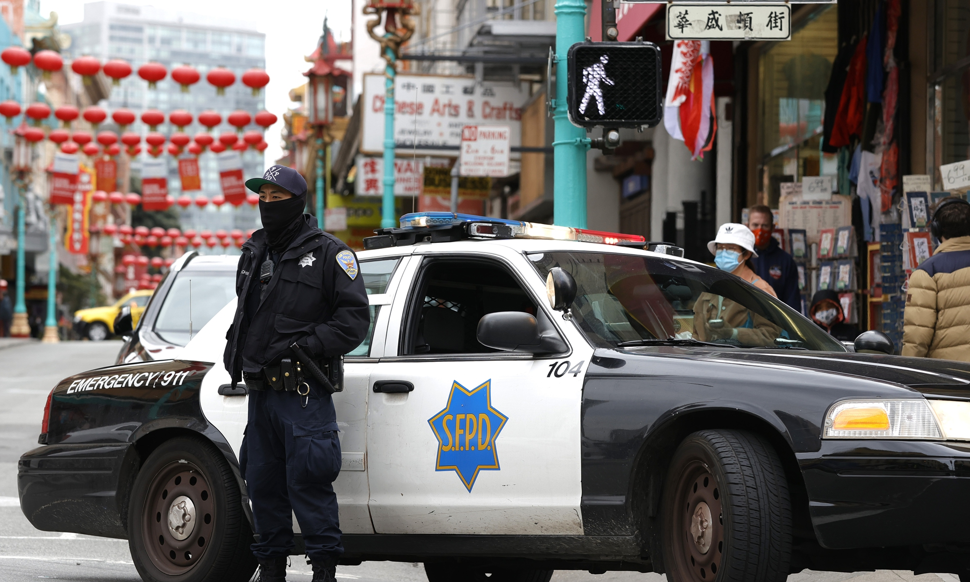 A San Francisco police officer stands guard on Grant Avenue in Chinatown on Wednesday. The San Francisco police have stepped up patrols in Asian neighborhoods in the wake of a series of shootings at spas in the Atlanta area that left eight people dead, including six Asian women. The main suspect, Robert Aaron Long, 21, has been taken into custody. The San Francisco Bay Area is also seeing an increase in violence against the Asian community. Photo: VCG