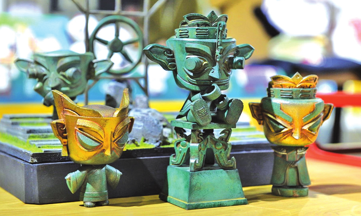 Left: Cultural products inspired by relics discovered at the Sanxingdui Ruins  Photos: IC