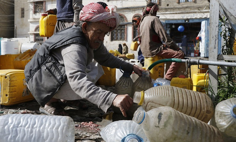 A Yemeni fills containers with water from a charity tap in Sanaa, Yemen, on March 22, 2021, the World Water Day.(Photo: Xinhua)