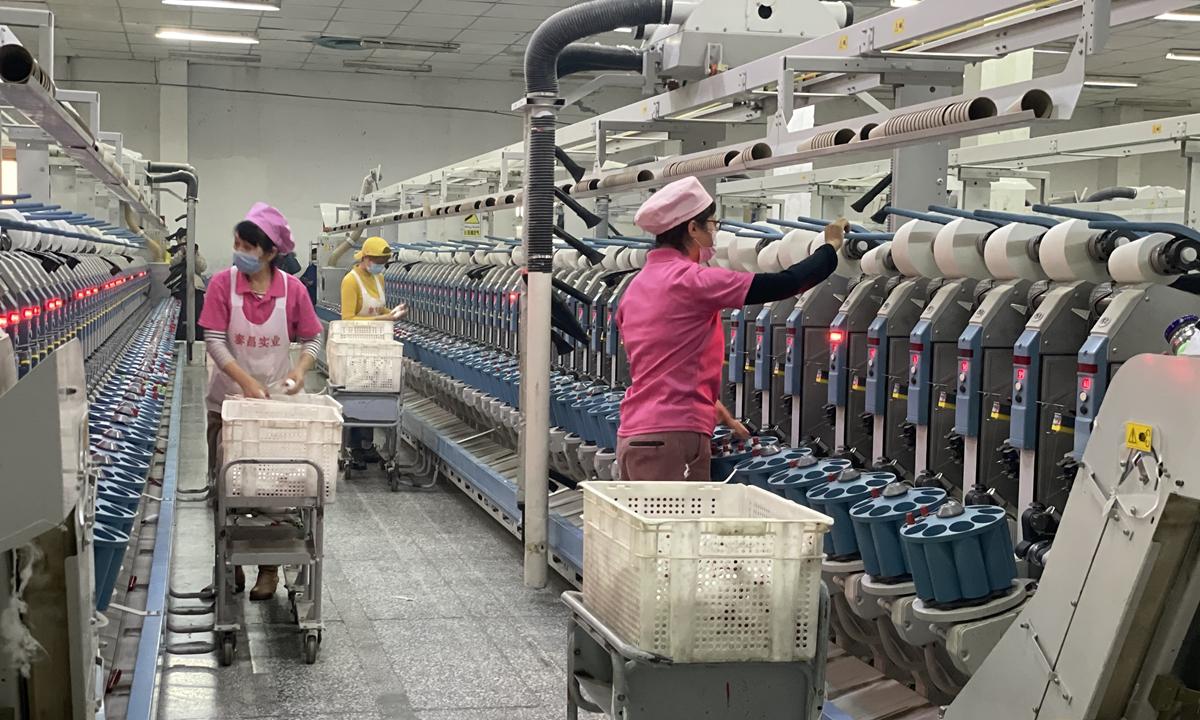 Workers in Taichang Cotton Industry Development Company in Bayingolin Mongolian Autonomous Prefecture of Xinjiang. Photo: Liu Xin/GT