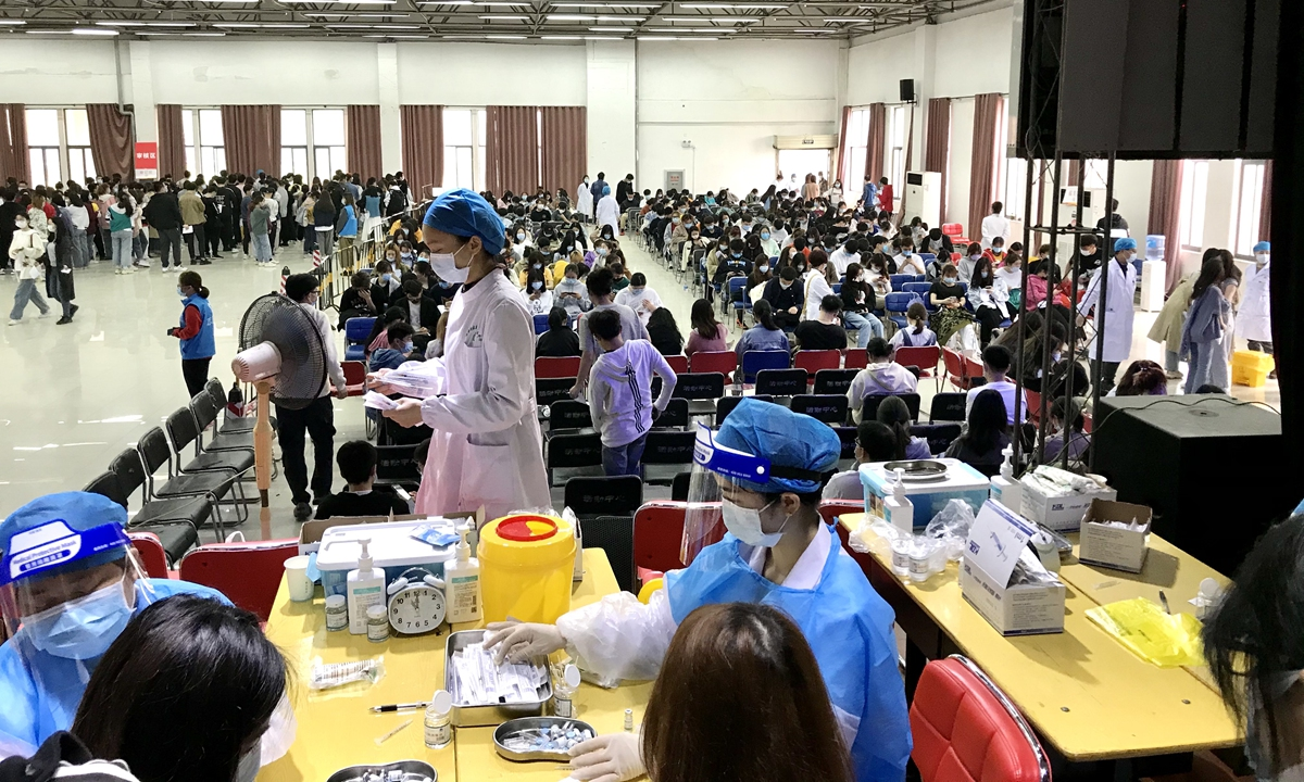 Residents in Wuhan, capital of Central China's Hubei Province, take COVID-19 vaccines on Tuesday at a local vaccination site. Hubei had administered more than 6.3 million doses to its residents as of Sunday, and it vowed to vaccinate all major areas and major groups. Wuhan itself has vowed to vaccinate all local residents aged 18 and above. Photo: VCG