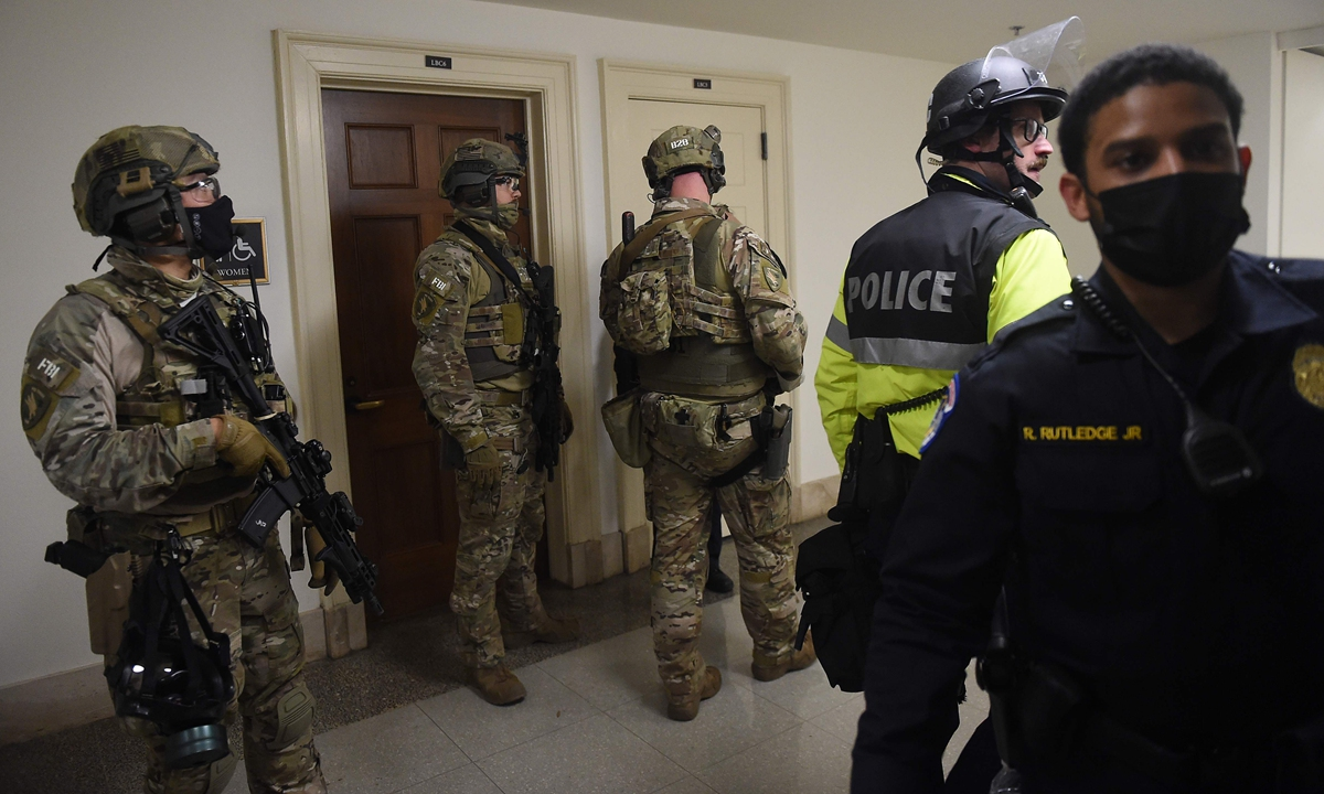 FBI swat team members and police officers patrol inside the US Capitol in Washington DC on January 6, 2021. Photo: VCG