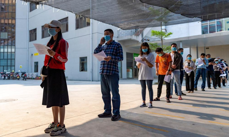 People queue for inoculation at a COVID-19 vaccination site of Jingcheng Hospital in Ruili City, southwest China's Yunnan Province, April 1, 2021.Photo:Xinhua
