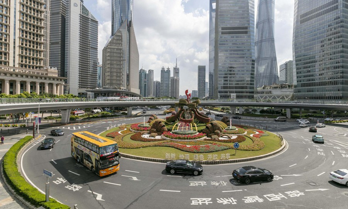 Photo taken on Sept. 30, 2020 shows the street view of the Lujiazui area of Pudong, east China's Shanghai. (Xinhua/Wang Xiang)