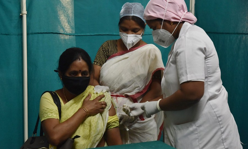 A woman receives a COVID-19 vaccine at a government hospital in Hyderabad, capital of India's southern state of Telangana on April 1, 2021. (Str/Xinhua)